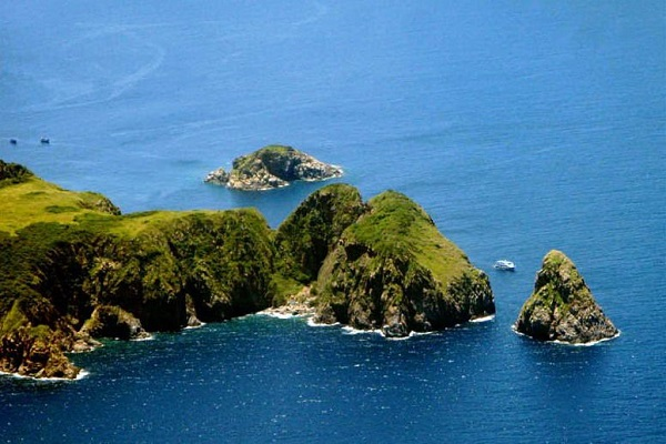 Đảo Hòn Mun là 1 trong các hòn đảo đẹp và thơ mộng nhất trong các đảo thuộc Nha Trang