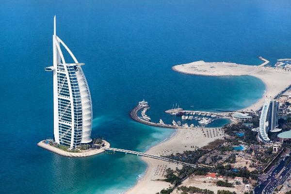 Tòa nhà hình cánh buồm Burj Al Arab
