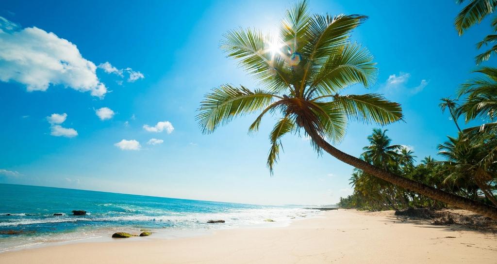 Hòn đảo mộng mơ mang nét đẹp hoang sơ với những bãi biển dài tít tắp