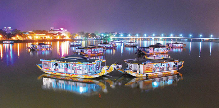 Sông Hương ở Huế về đêm