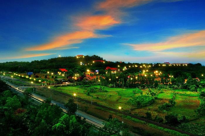 Núi Thơm
