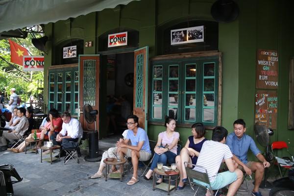 Thưởng thức cafe phố cổ