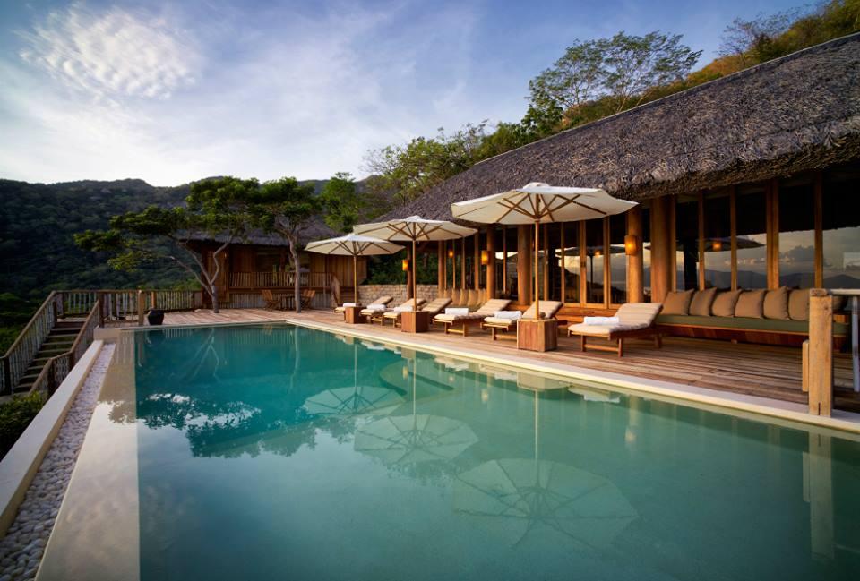 Hồ bơi ngoài trời Six Senses Ninh Vân Bay