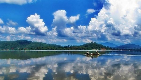 Hồ Lắc