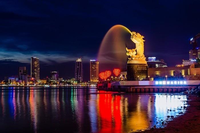 Công viên Cá chép hóa rồng vào buổi tối Đà Nẵng