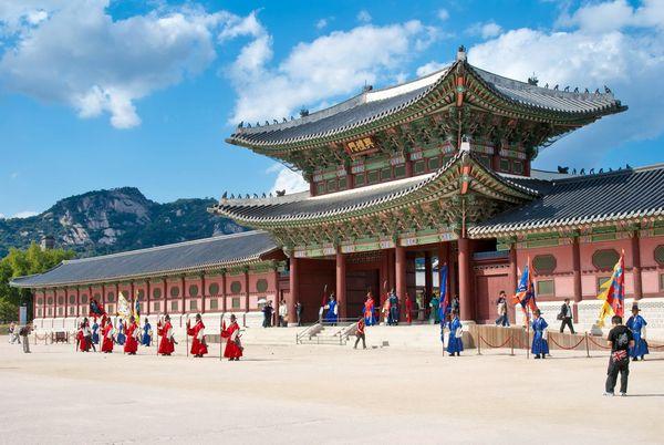 vé máy bay đi Hàn Quốc giá bao nhiêu